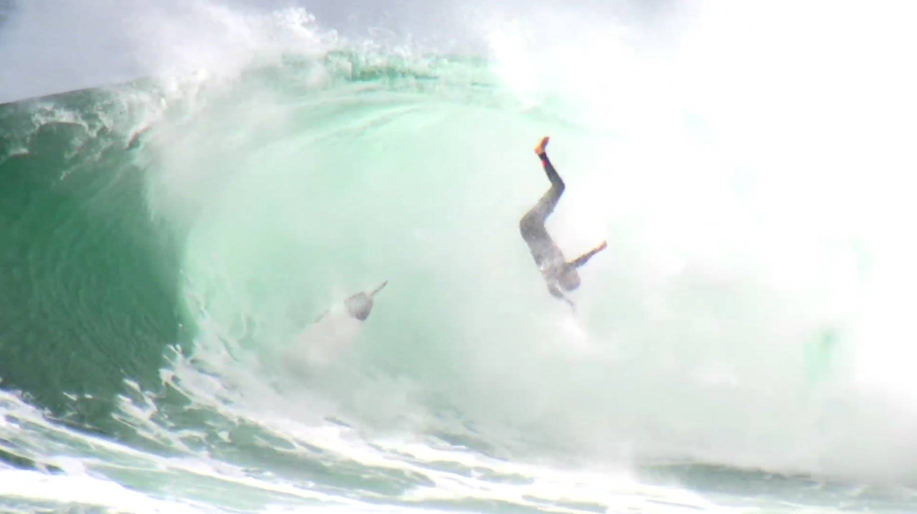 How to Survive Deadly Waves – Red Bull Cape Fear 2014