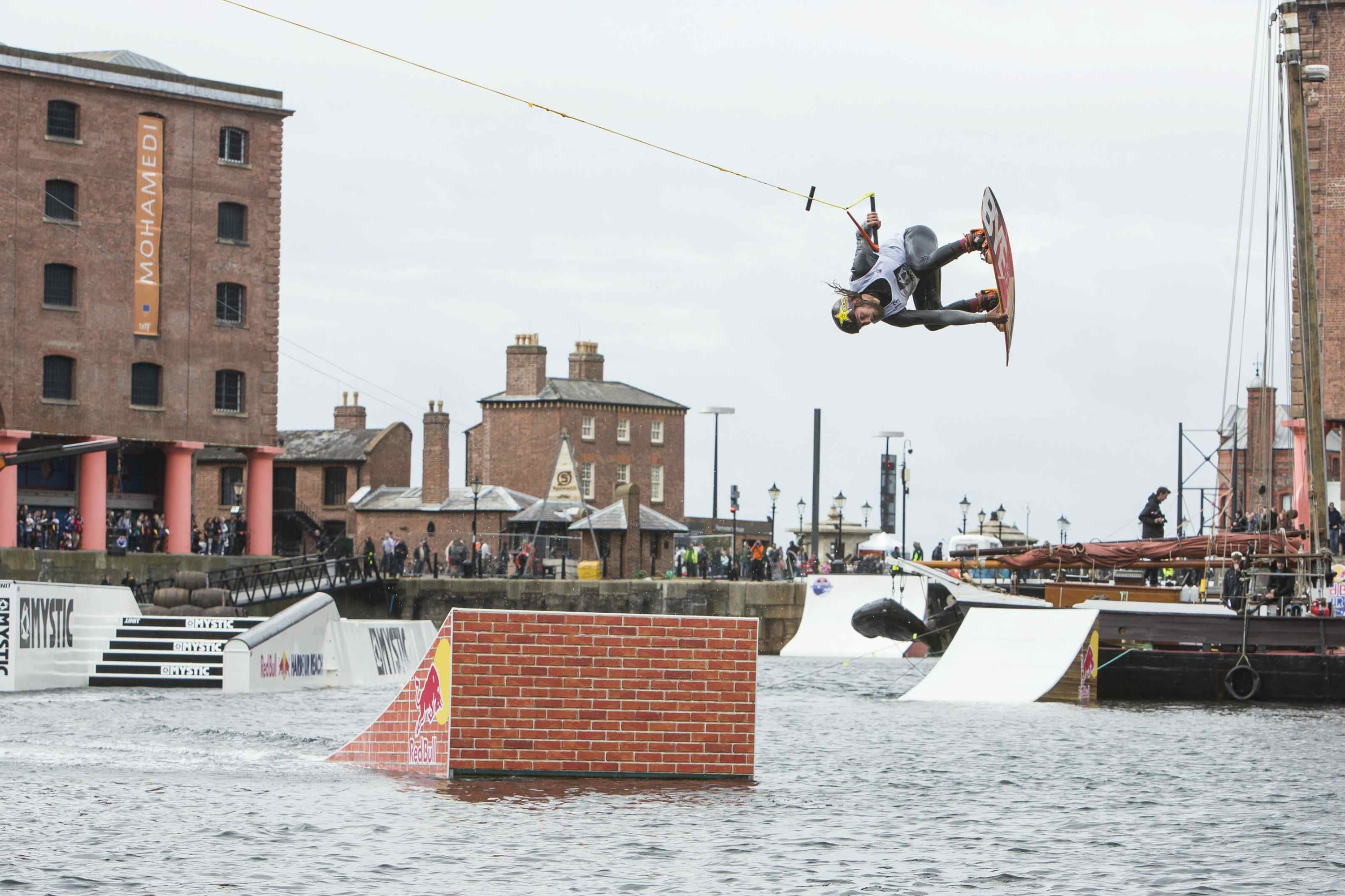 Wakeboarding in Slow Motion – Red Bull Harbour Reach 2014