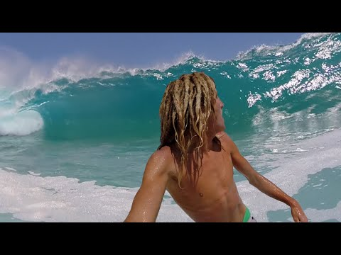 ¡ Crazy and crazy, Huge is surfing waves with GoPro !